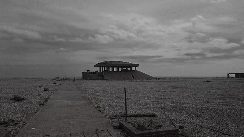 Vista of a Pagodas structure on the beach