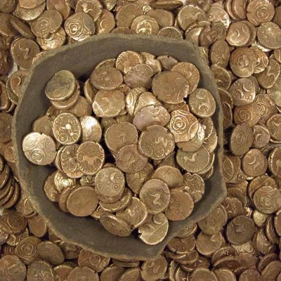 Image of coins in vessel